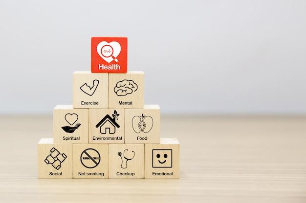 Promotion de la santé des icônes sur le concept de bloc de bois. Photo Premium