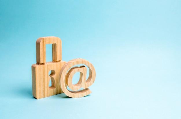 Protection des données et des informations personnelles. attaque de piratage, piratage, virus. Photo Premium