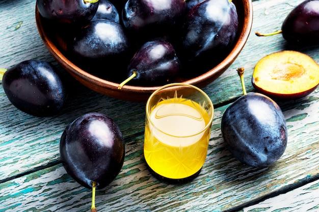 Prune Boisson Alcoolisée Photo Premium