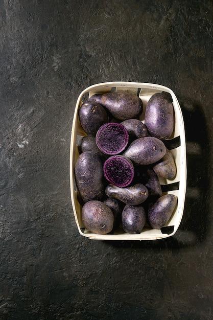 Prunelle de pommes de terre crues Photo Premium