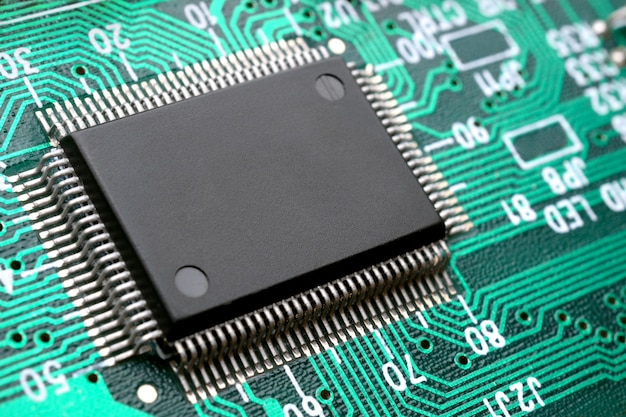 Puce Sur Le Circuit Imprimé Closeup Photo Premium