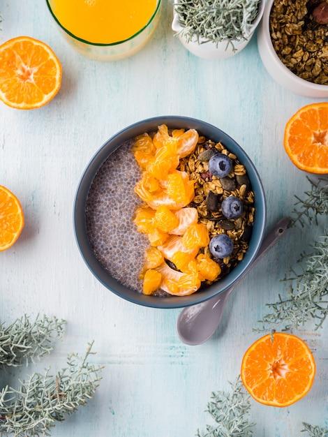 Pudding de chia aux mandarines et granola Photo Premium