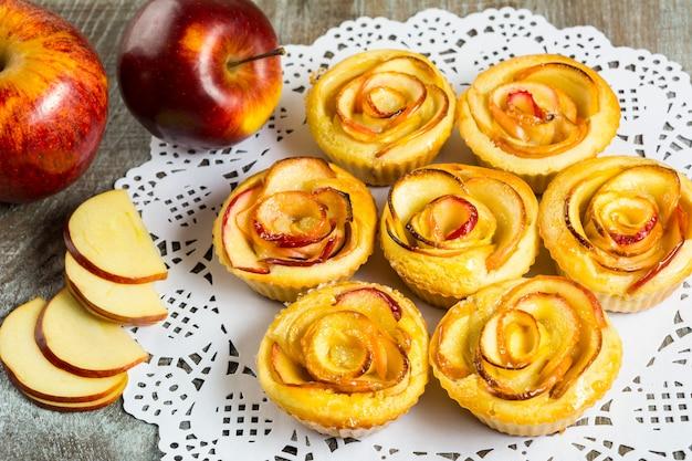 Puff muffins roses en forme de pomme Photo Premium