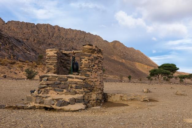 Puits d'eau, désert du sahara Photo Premium