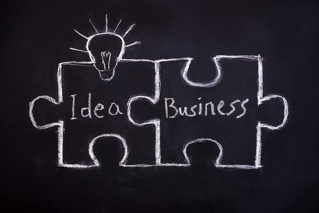 Puzzle de dessin sur tableau noir pour expliquer le concept d'entreprise. Photo Premium