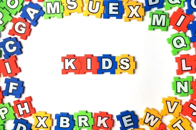 Puzzle enfants sur fond blanc Photo Premium