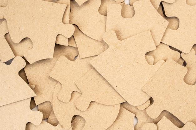 Des Puzzles En Carton En Arrière-plan Se Bouchent. Photo gratuit