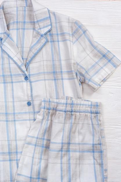 Pyjama Blanc, Costume En Coton Confortable Pour Dormir, Chemise Et Short Chauds Photo Premium