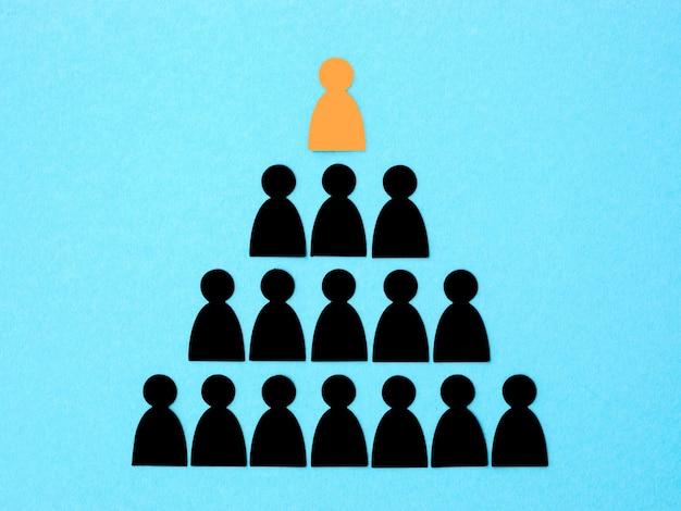 Pyramide Avec Boss Sur Le Dessus Photo gratuit