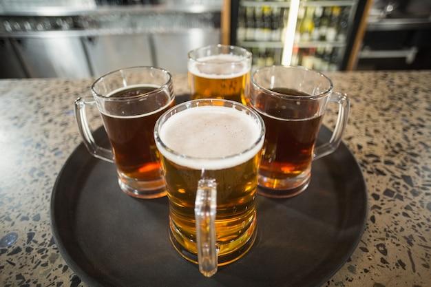Quatre verres de bière Photo Premium