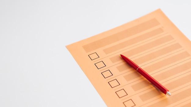 Questionnaire de vote incomplet à grand angle Photo gratuit