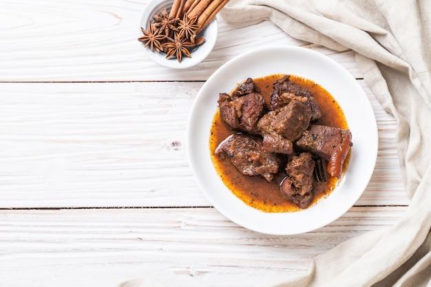 Ragoût de porc aux herbes Photo Premium