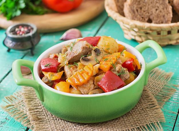 Ragoût De Viande Aux Légumes Photo Premium