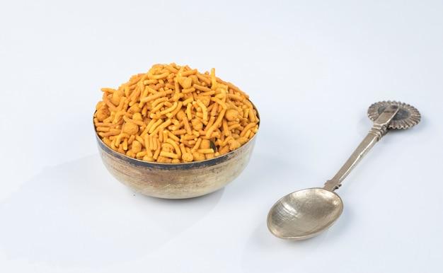 Rajasthani mixure namkeen Photo Premium