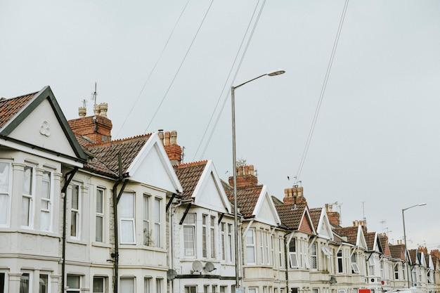 Rangée de maisons dans une banlieue Photo gratuit
