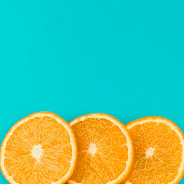 Rangée d'orange juteuse en tranches Photo gratuit