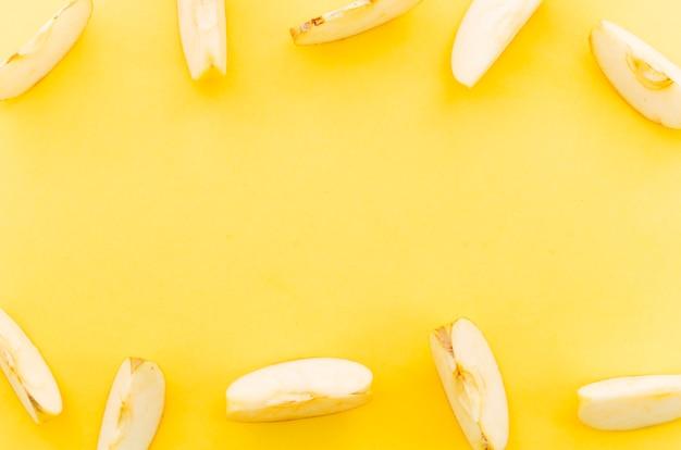 Rangées De Morceaux De Pomme Sucrée Photo gratuit