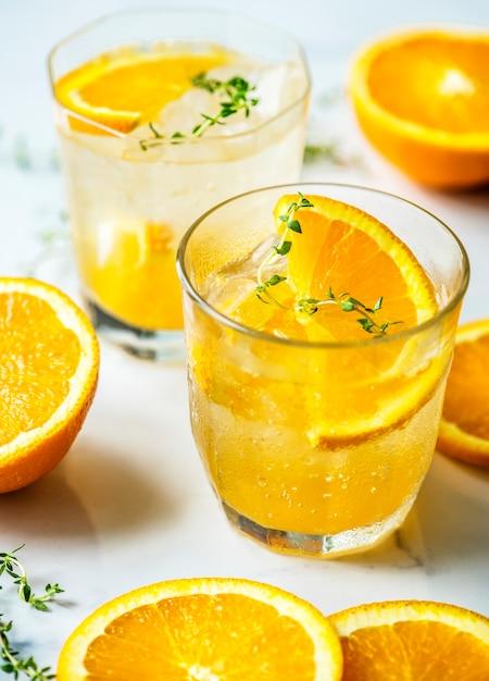 Recette D'eau Infusée à L'orange Et Au Thym Photo gratuit