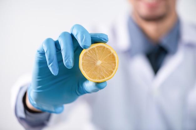 Recherche sur les extraits naturels en laboratoire Photo Premium