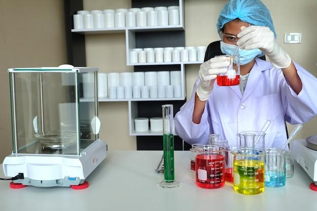 Recherche en laboratoire Photo gratuit