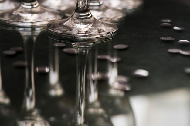 Reflet De Lunettes Sur La Table Du Club La Nuit Photo gratuit