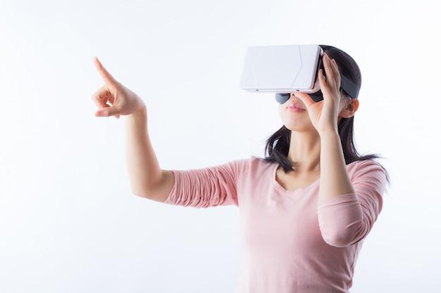Regarder femme espace matériel numérique Photo gratuit
