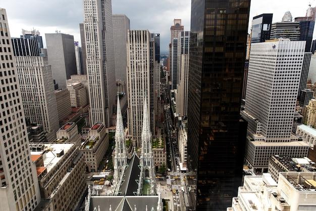 Regardez d'en haut à la cathédrale saint-patrick à new york Photo gratuit