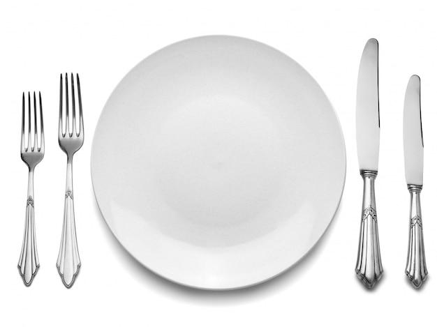 Réglage avec assiette, couteaux et fourchettes Photo Premium