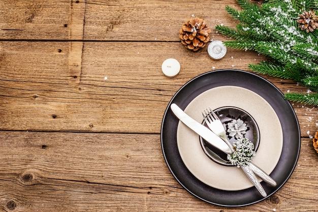Réglage Du Lieu Du Dîner De Noël Et Du Nouvel An Photo Premium