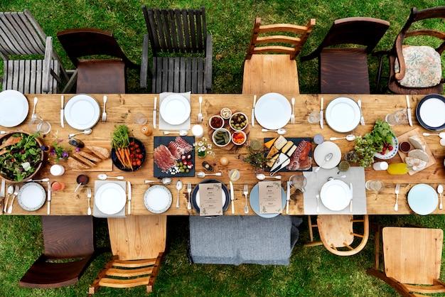 Réglage de la table à manger concept alimentaire Photo Premium