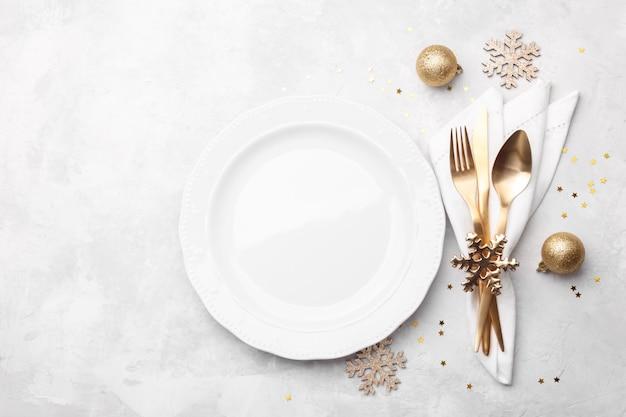 Réglage De La Table De Noël Ou Du Nouvel An Photo Premium