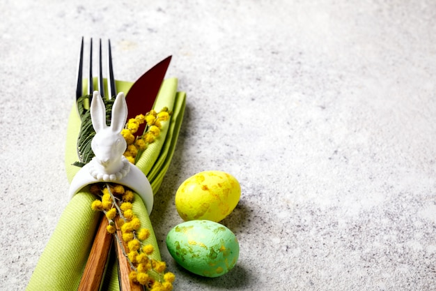 Réglage de la table de pâques. décoration de vacances. Photo Premium