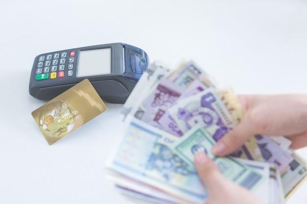 Règlement Sur La Carte De Crédit Au Lieu Du Règlement En Espèces Photo gratuit