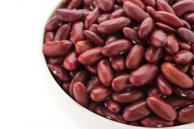 Rein de haricots rouges isolé sur fond blanc Photo gratuit