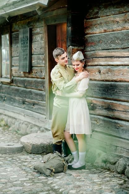 Rencontre tant attendue avec princess bride et son chevalier au style rétro tonifié Photo Premium