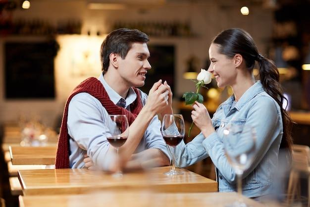 Rencontres au café Photo gratuit