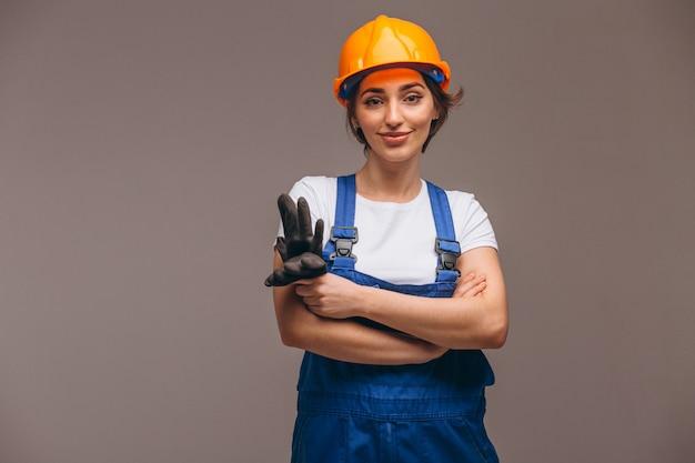 Réparateur de femme avec rouleau de peinture isolé Photo gratuit