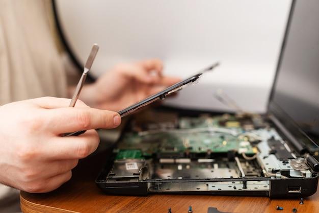 Réparer les ordinateurs portables et les ordinateurs Photo Premium