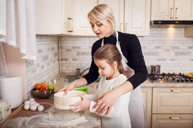 Repas blanc farce nourriture femmes Photo gratuit