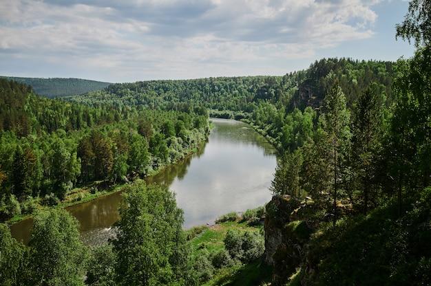 République Du Bachkortostan, Rivières, Grotte D'été Idrisovskaya. Photo Premium