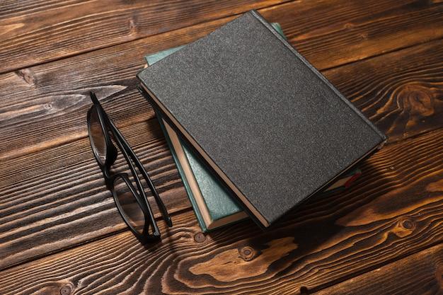 Réservez Sur Une Table En Bois. Vue De Dessus Photo Premium