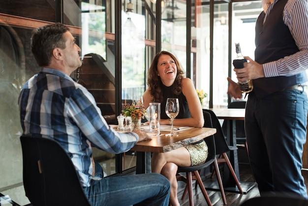 Restaurant chilling out classy lifestyle concept réservé Photo Premium