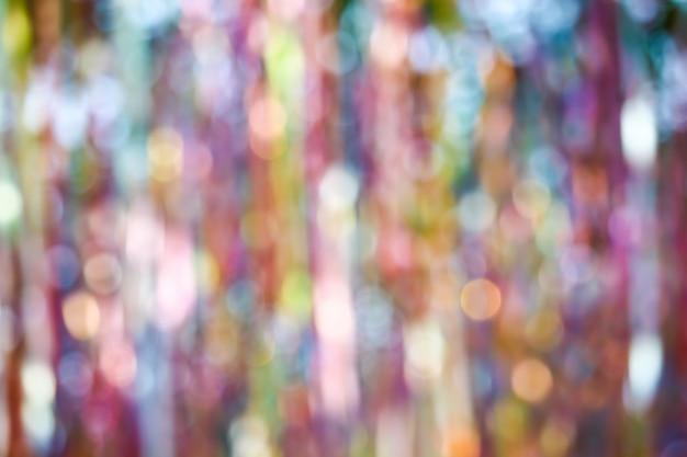 Résumé flou d'arc-en-ciel de ruban coloré au plafond Photo Premium