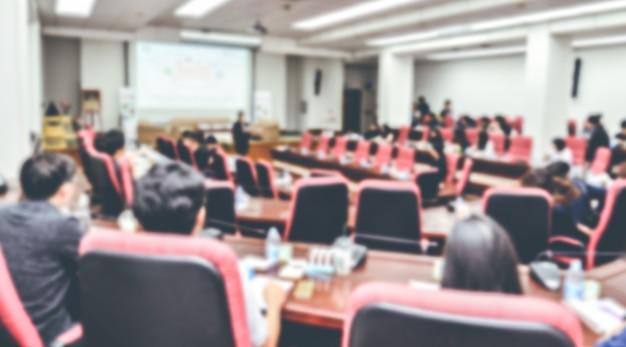 Résumé Flou De Personnes Réunion Ou Conférence Dans La Salle. Photo Premium