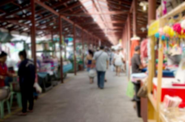 Résumé personnes floues marchant sur le marché. Photo Premium
