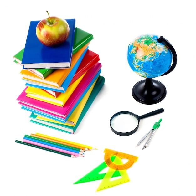 Retour aux fournitures scolaires. isolé. Photo Premium