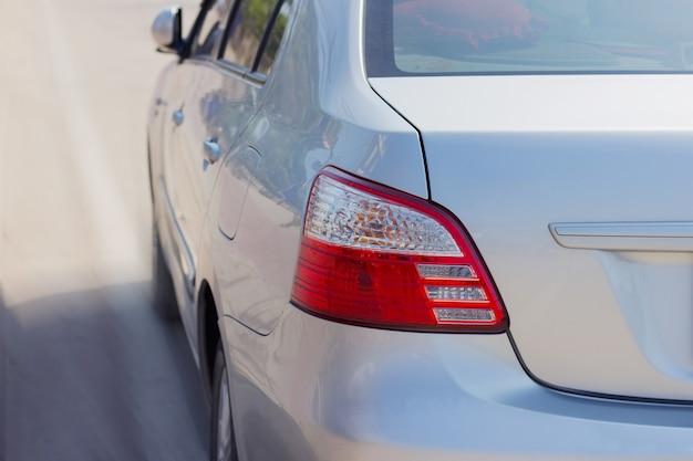Rétro-éclairage de la voiture rouge Photo Premium