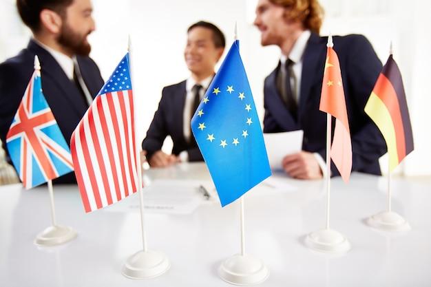 Réunion des dirigeants de différents pays Photo gratuit