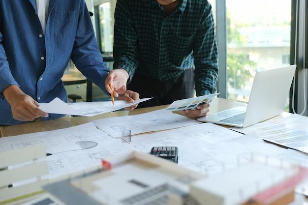 Réunion D'ingénieur Pour Projet Architectural Photo Premium