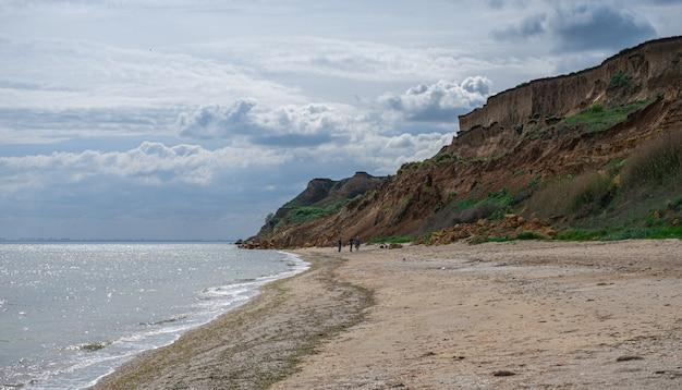 Rive de la mer noire dans la région d'odessa en ukraine Photo Premium